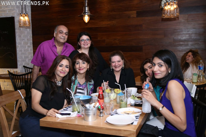 Naila Naqvi with friends_1024x683 copy copy