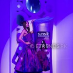 Amna Babar with her Sunsilk Fashion Edition Bottle by Sana Safinaz (1)_534x800