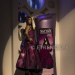 Amna Babar with her Sunsilk Fashion Edition Bottle by Sana Safinaz (2)_534x800