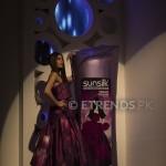Amna Babar with her Sunsilk Fashion Edition Bottle by Sana Safinaz (3)_534x800