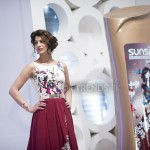 Cybil Chaudhry with her Sunsilk Fashion Edition Bottle by Deepak Perwani (1)_1198x800