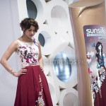 Cybil Chaudhry with her Sunsilk Fashion Edition Bottle by Deepak Perwani (2)_1198x800