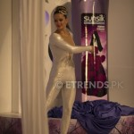 Vlada unveil Sunsilk Fashion Edition Bottle by Sana Safinaz_534x800