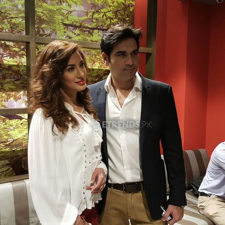 humayun-saeed-and-mehwish-hayat-at-the-dillagi-press-meet-up