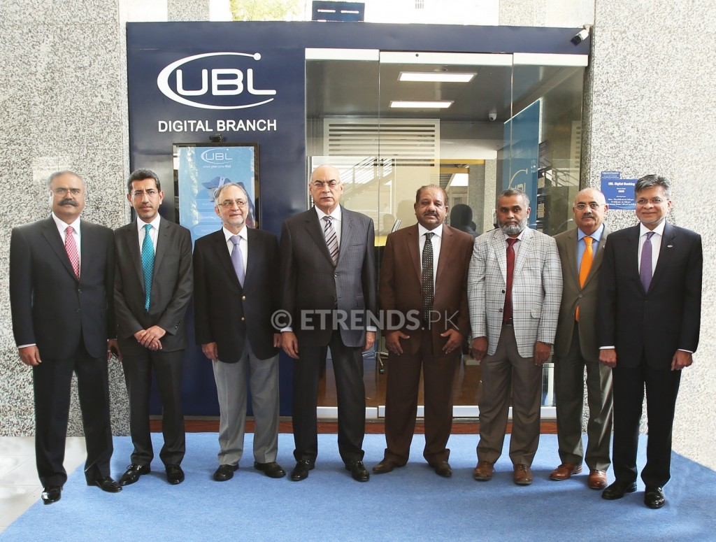 Mr. Wajahat Husain, President & CEO UBL (4th left), Mr. Syed Irfan Ali, Executive Director, State Bank Pakistan (SBP) (4th right) and Mr. Izhar Hussain, Director, Centre for Executive Education, IBA (3rd left) along with officials from SBP and UBL at the inauguration ceremony of the UBL Digital Branch. The first of its kind in Pakistan, this branch is located at the Institute of Business Administration (IBA), Karachi