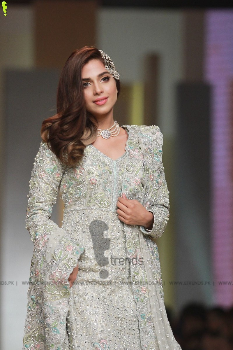 Sana abbas collection at hum bridal couture week 2017 e for Couture 2017