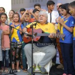 Children singing along with Khalid Anam (5)_1280x853