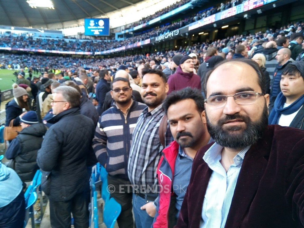 Taimoor Arif Along with Dealers live at Manchester